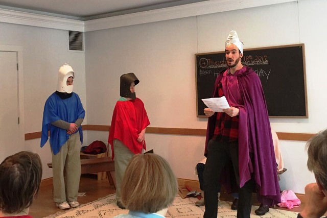 Elliott teaches about knighthood in college